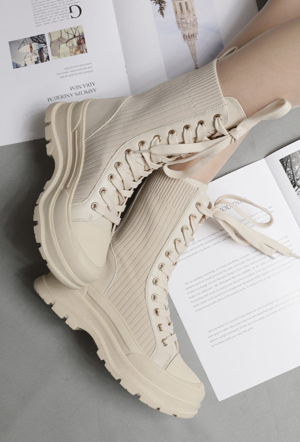 Itty Bitty Women's Beige Ribbed Lace Up Biker Chunky Fashion Boots